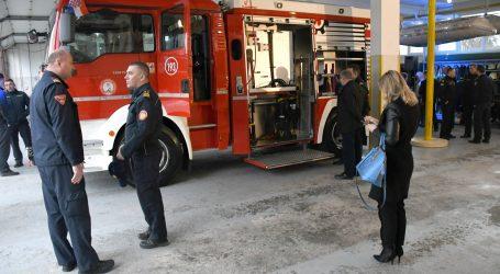 Hitna pomoć odvezla ranjenu osobu s požarišta na Vrbiku