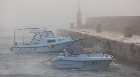 Zbog vjetra nema otvorene ceste za teretnjake i autobuse prema Dalmaciji, u prekidu i mnoge brodske linije