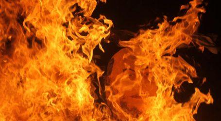 Na fašniku u imotskom zapaljena figura istospolnog para s usvojenim djetetom