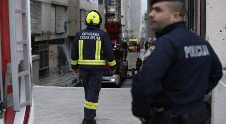 Požar u bivšoj zgradi Dalmacijavina u splitskoj trajektnoj luci