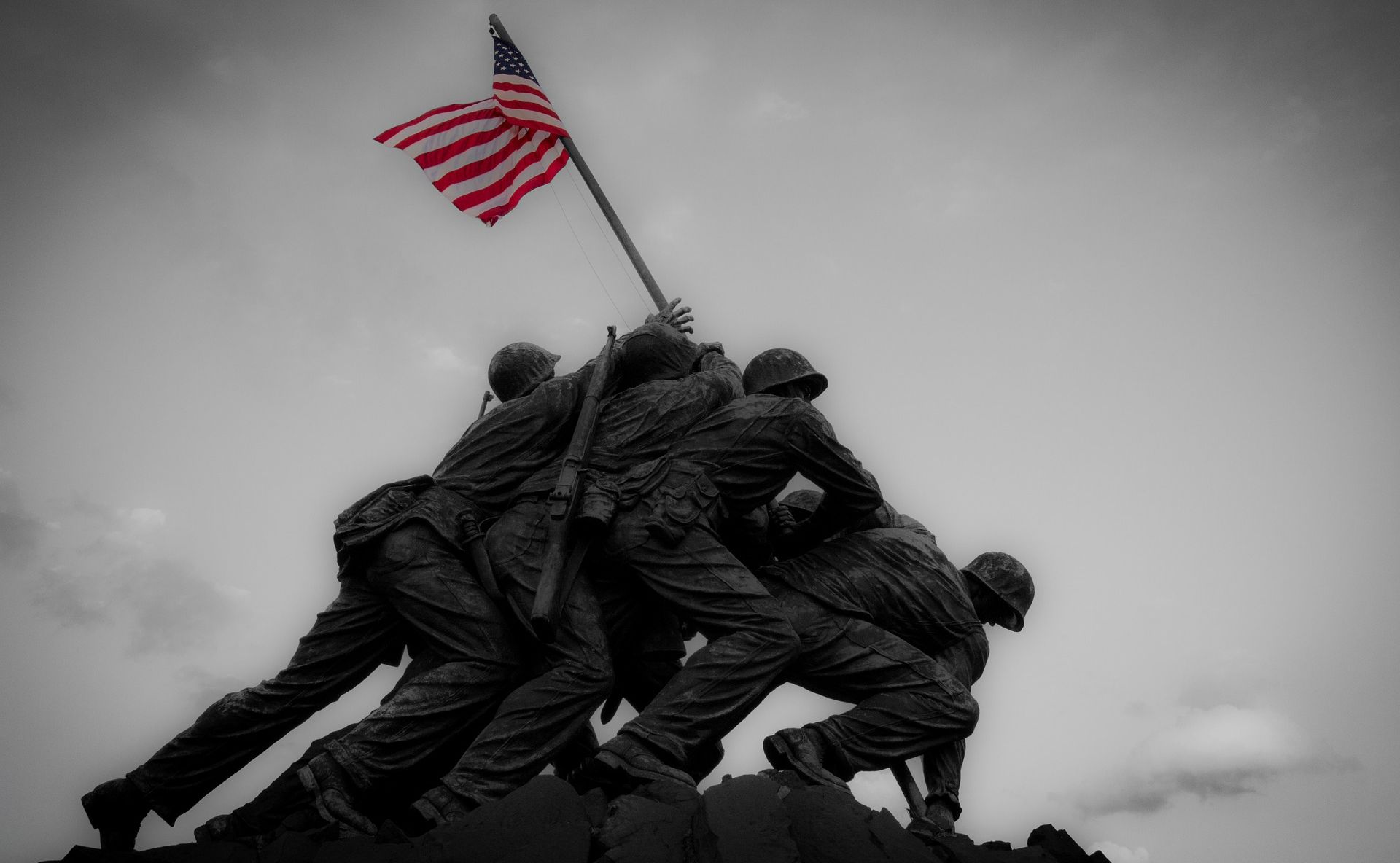 500 AMERIČKIH BRODOVA I 1.000 AVIONA GAĐALO JE MALI JAPANSKI OTOK! Obilježava se 75. godišnjica bitke za Iwo Jimu