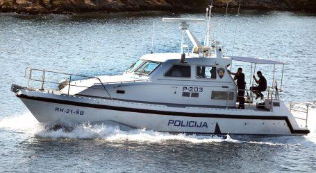 Hrvatska policija zaustavila talijansku ribaricu i privela članove posade