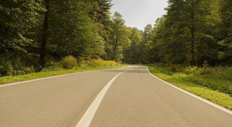 Na većini cesta vozi se bez posebnih ograničenja, osim na dionicama gdje traju radovi