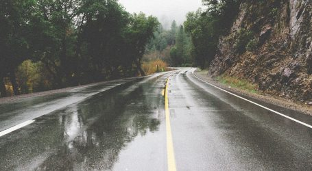 Na većini cesta promet teče bez posebnih ograničenja, moguća je poledica