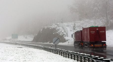 HAK: Zbog olujne bure i snijega ograničenja u prometu