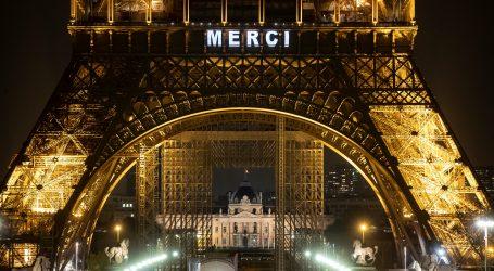 Eiffelov toranj svjetlećim natpisom 'MERCI' zahvalio borcima protiv koronavirusa