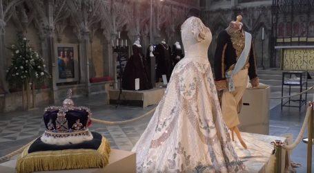 Raskošni filmski kostimi u anglikanskoj katedrali