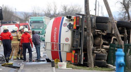 Teška nesreća kod Karlovca, poginula jedna osoba