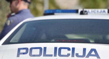 PLETERNICA: Pijan vozio automobil, policija mu u autu našla oružje i streljivo