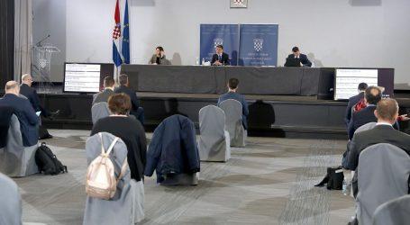 Zastupnici osudili Pernarovo ustrajavanje o učinkovitosti vitamina C