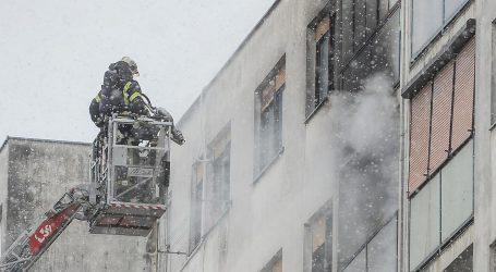VATROGASCI NA TERENU: Gori stan na sedmom katu zgrade u Sloboštini