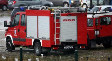 Na kući u Zagrebu izbio požar, jedna osoba ozlijeđena