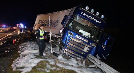 DVOJE OZLIJEĐENIH: Kamionu pukla guma i zabio se u auto u suprotnom smjeru