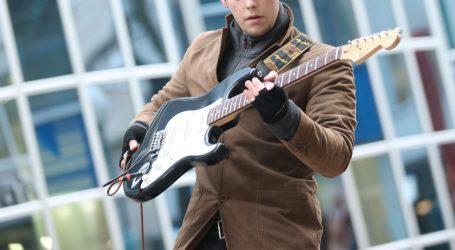 Gitare poznatih rock glazbenika idu na aukciju