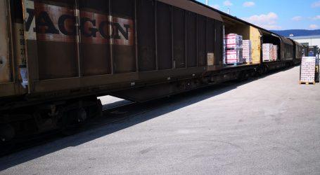 Uz pomoć direktne željezničke linije između Italije i Hrvatske, prehrambene namirnice dolaze do naših kupaca
