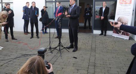 Irski premijer se ponovno registrirao kao zdravstveni radnik kako bi pomogao u krizi