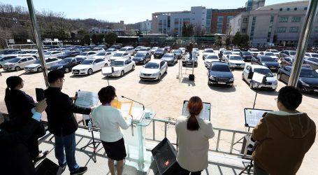 Južnokorejske crkve zbog koronavirusa uvele drive-in mise