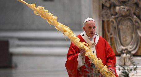 Papa medicinare i kler žrtve korone usporedio s vojnicima palima u ratu