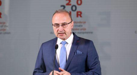 Grlić Radman: Sutra se vraća stotinu Hrvata iz Tirola koji su zbog koronavirusa ostali bez posla