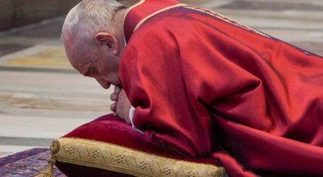 Papa Franjo molio za bolesne na Veliki petak