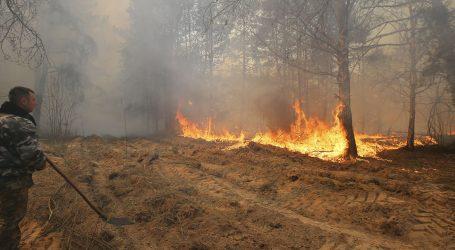 Velik šumski požar u okolici Černobila ne jenjava, vatra se opasno primiče nuklearnoj elektrani