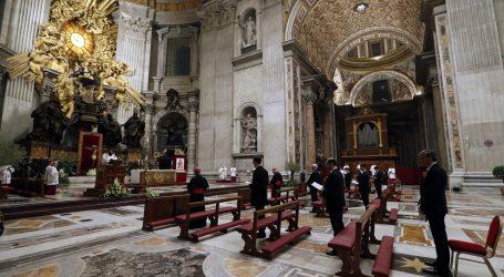 Papa Franjo održao vazmeno bdijednje u praznoj bazilici sv. Petra