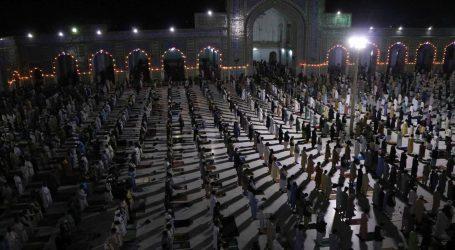 Afganistanci odbijaju fizičko distanciranje na vjerskim okupljanjima