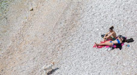 U RIJECI STROGO: Okupljanje na plažama i igralištima nadziru ophodnje i dronovi