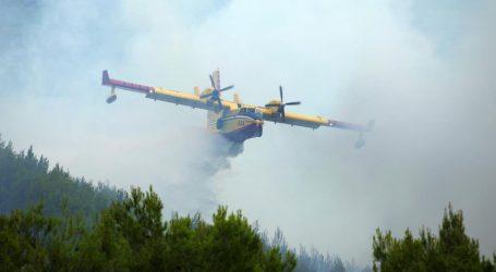 Veliki požar na Dinari i dalje aktivan
