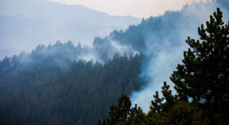 Nakon četiri dana lokaliziran veliki požar iznad Sinja, gorjelo u dvije županije