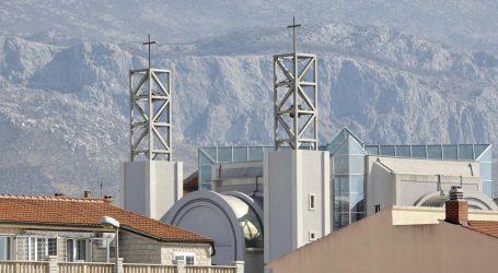 """I danas se održava misa u Splitu, župljani vrijeđaju policajce: """"Ovoga nije bilo ni u komunizmu!"""""""