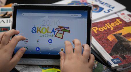 Unicef osigurao djeci tablete i SIM kartice