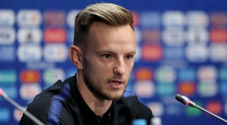 """TRENER BARCELONE: """"Nemam informaciju da Rakitić želi napustiti klub """""""