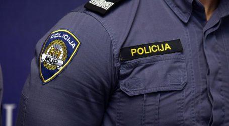 Neregistriranim automobilom bježao policiji i lakše ozlijedio policajca
