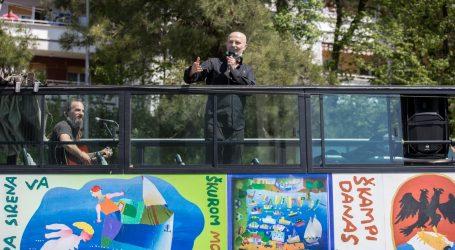 URBANOV DAR RIJEČANIMA: Mini svirke po riječkim kvartovima iz turističkog autobusa