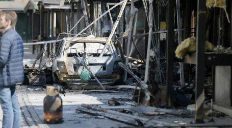 Požar na Opatovini kod Dolca, gorjeli štandovi i auto, nema ozlijeđenih