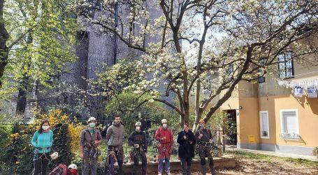 Speleolozi i alpinisti volontiraju u saniranju  OŠTEĆENIH KROVOVA I DIMNJAKA
