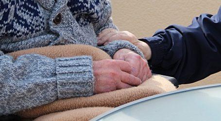 Oko polovica preminulih u Europi od covida-19 u staračkim domovima