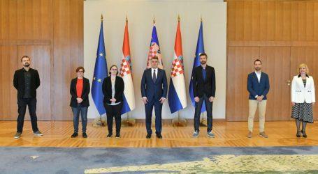 """Predsjednik Milanović razgovarao sa članovima udruge """"Dugine obitelji"""""""