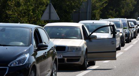 Amerikanci prosvjeduju u automobilima protiv karantene
