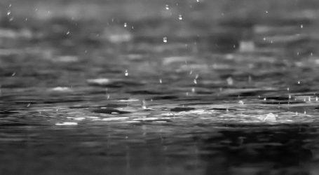 Pretežno oblačno s povremenom kišom i grmljavinskim pljuskovima