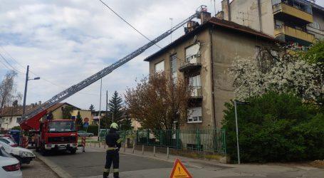 VIDEO: ZAGREB: Pogledajte intervenciju vatrogasaca, uklanjaju krovište i dimnjake