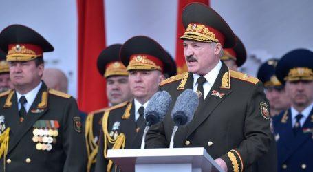 Unatoč pandemiji na ulicama Minska tisuće obilježavaju Dan pobjede