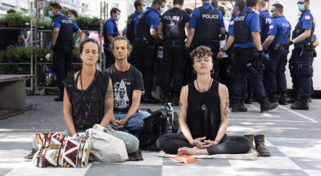 Švicarci prosvjedovali protiv ograničenja kretanja