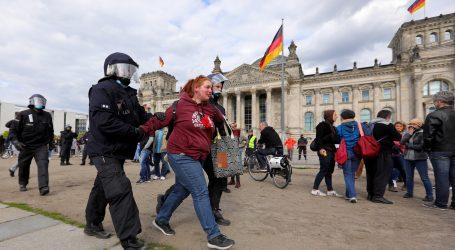 Tisuće Nijemaca prosvjeduje protiv mjera protiv zaraze koronavirusom