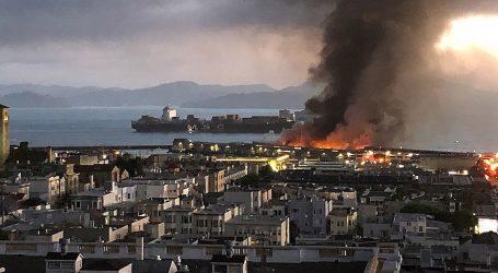 Požar u San Franciscu zahvatio Fisherman's Wharf, povijesni brod neoštećen