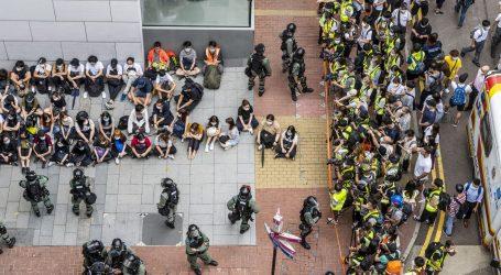 Specijalna policija raspoređena diljem Hong Konga, SAD pritišće Kinu