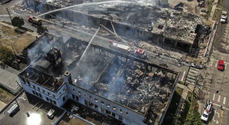 VELIKI NEREDI U SAD-U ZBOG SMRTI FLOYDA: Prosvjednici zapalili policijsku postaju