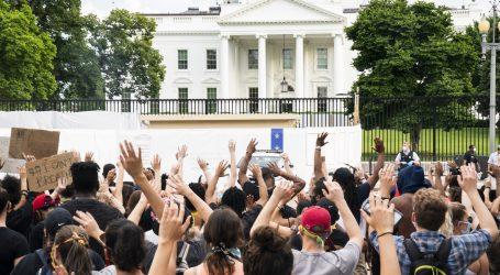 """Trump poručio prosvjednicima da ih iza ograde Bijele kuće čekaju """"najopasniji psi"""""""