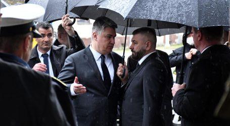 HDZ putem Facebooka napao Milanovića zbog HOS-ove zastave u Borovom Selu